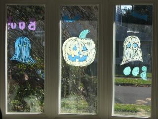 SquarePeg_Halloween_Window